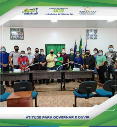 Secretária Municipal de Educação Márcia Dias, esteve juntamente com sua equipe na Câmara Municipal de Vereadores